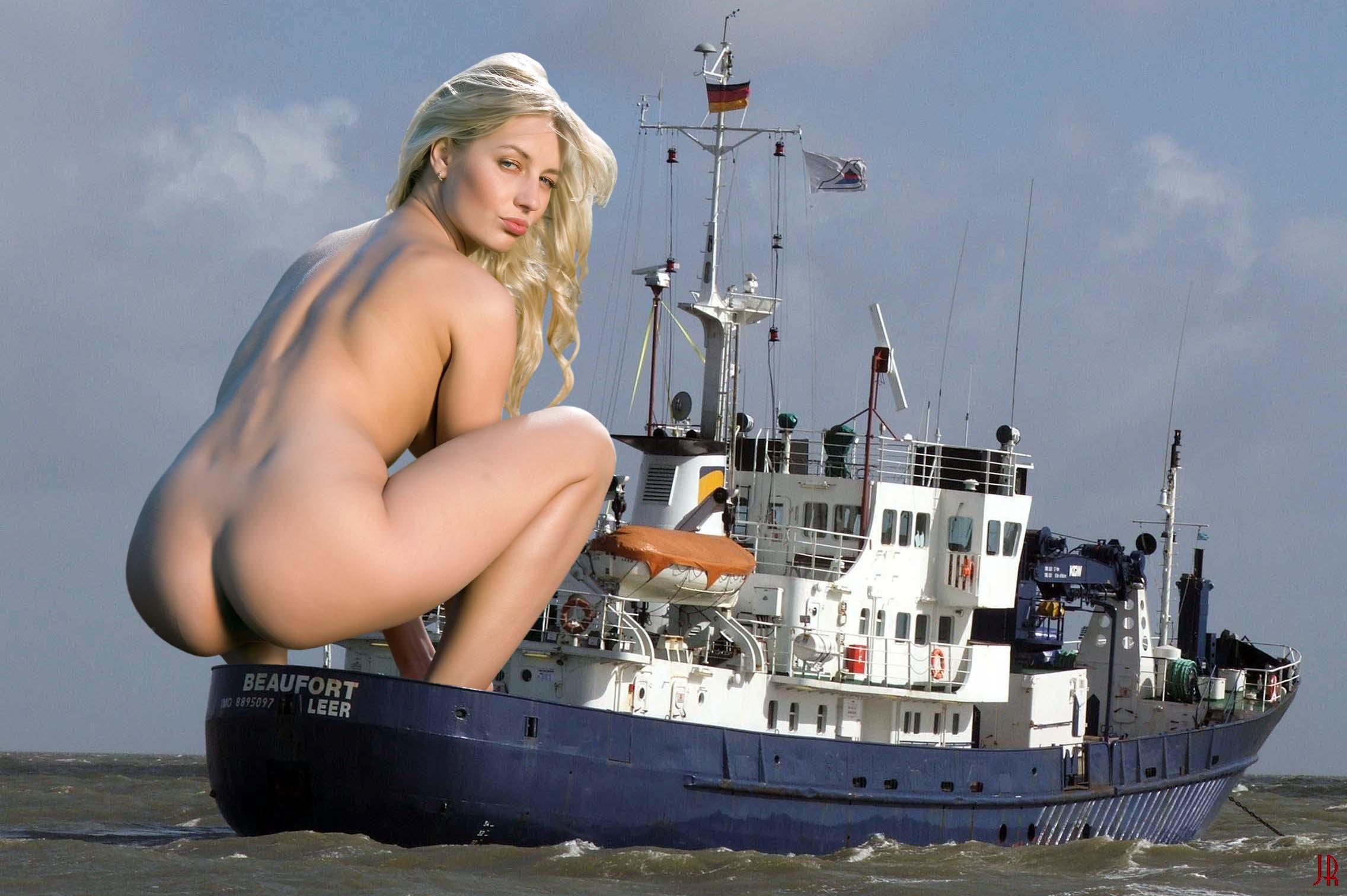 Giantess Booru (Image 84394: big_ass blonde giantess lips looking_at_viewer ...