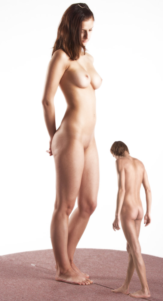 Sexy naked shrunken woman — photo 1